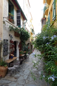 I never tire of these quaint postcard streets.  This one was on our day trip to Collier.